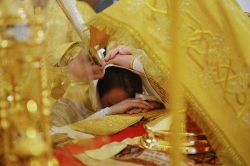 1 января Святейший Патриарх Кирилл совершил рукоположение в сан священника клирика храма Знамения, диакона Иоанна Коханова