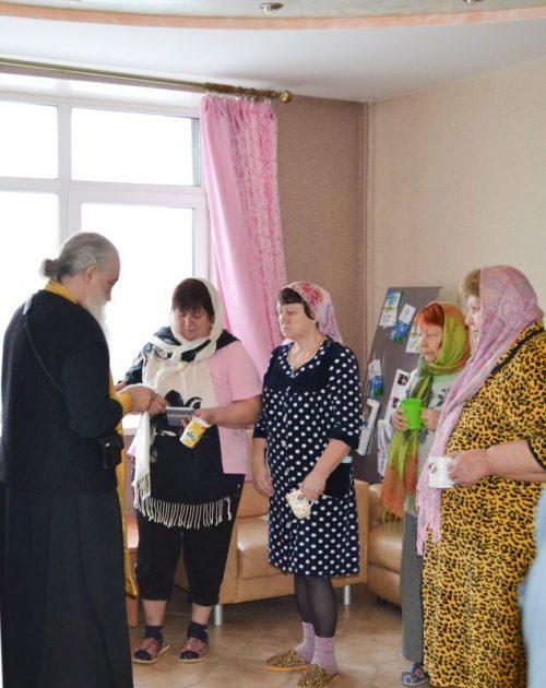 Поздравили пациентов больницы  с Рождеством Христовым