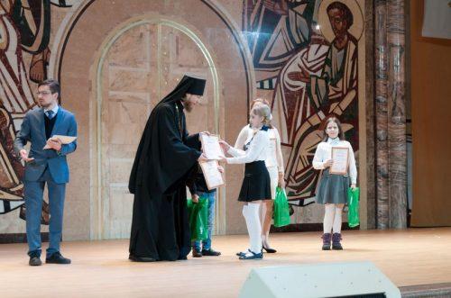 Награждение конкурсантов Воскресной школы в храме Христа Спасителя