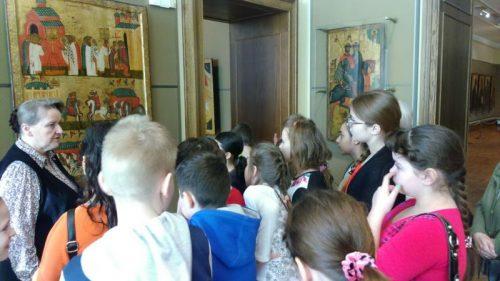 Приход храма Знамения сводил учащихся школы в Третьяковскую галерею