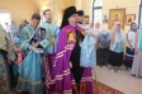 Епископ Выборгский и Приозерский Игнатий совершил Божественную литургию в храме Смоленской иконы Божией Матери в Фили-Давыдково