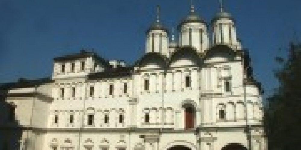 Первый викарий Святейшего Патриарха Московского и всея Руси совершил Литургию в храме Двенадцати апостолов в Патриарших палатах Кремля