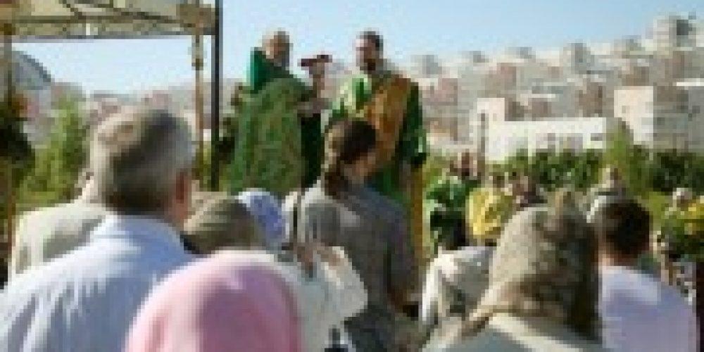 На месте строительства храма в честь прп. Сергия Радонежского совершена Божественная литургия