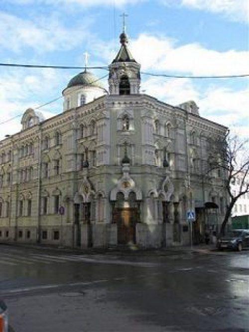 В Московском подворье Валаамского монастыря всю неделю по традиции пекут блины для многочисленных богомольцев и гостей