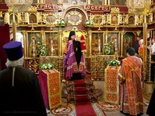 Епископ Подольский Тихон совершил богослужение в храме Покрова Пресвятой Богородицы в Медведкове