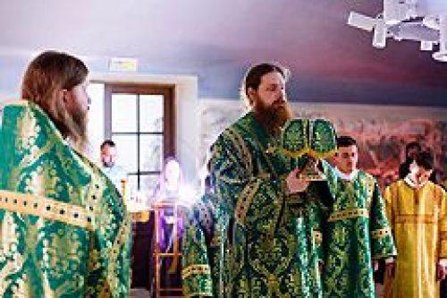 В годовщину взрыва храма на Преображенской площади в Москве совершена ночная Божественная литургия