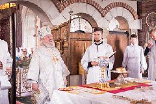 В Преображенском храме в Тушине отметили 25-летие возрождения богослужебной жизни