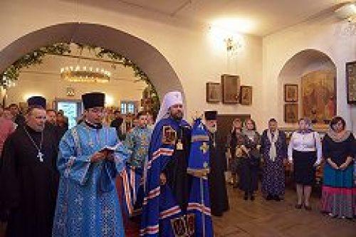В праздник Рождества Пресвятой Богородицы митрополит Волоколамский Иларион совершил Литургию на Китайском Патриаршем подворье в Москве