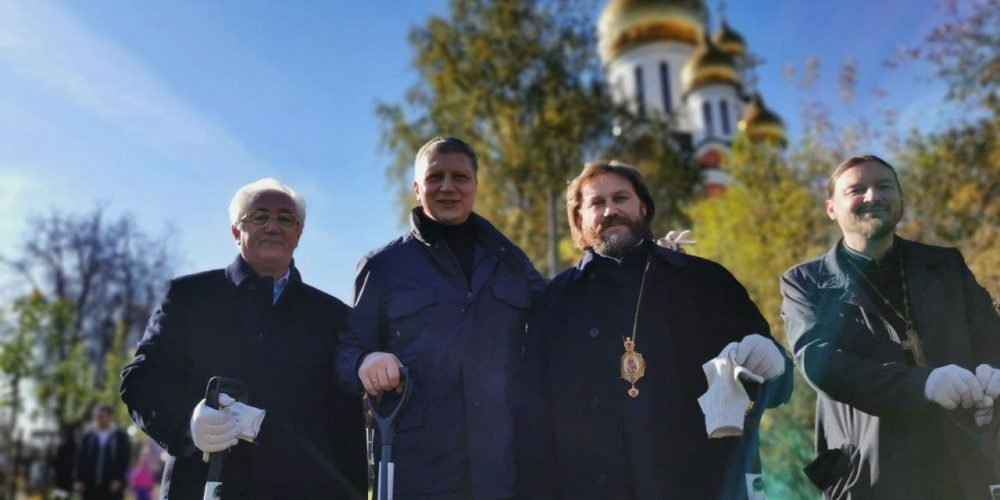 Владыка Фома принял участие в акции по посадке деревьев в Одинцово